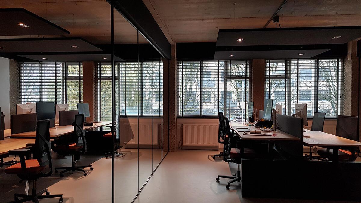 houten jaloezieën kantoor