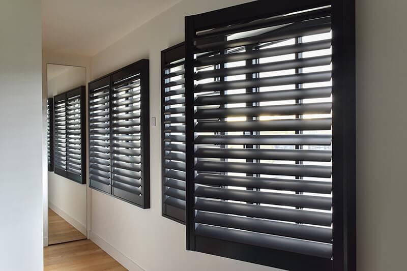 houten shutters met scharnier