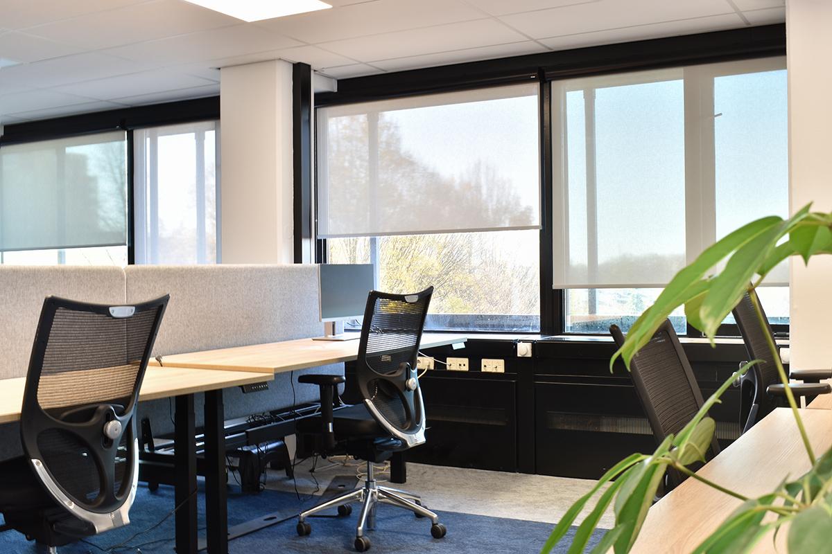 zonwerende rolgordijnen kantoor