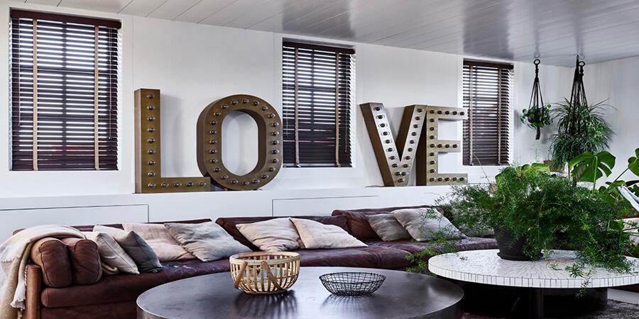 houten jaloezieen woonkamer